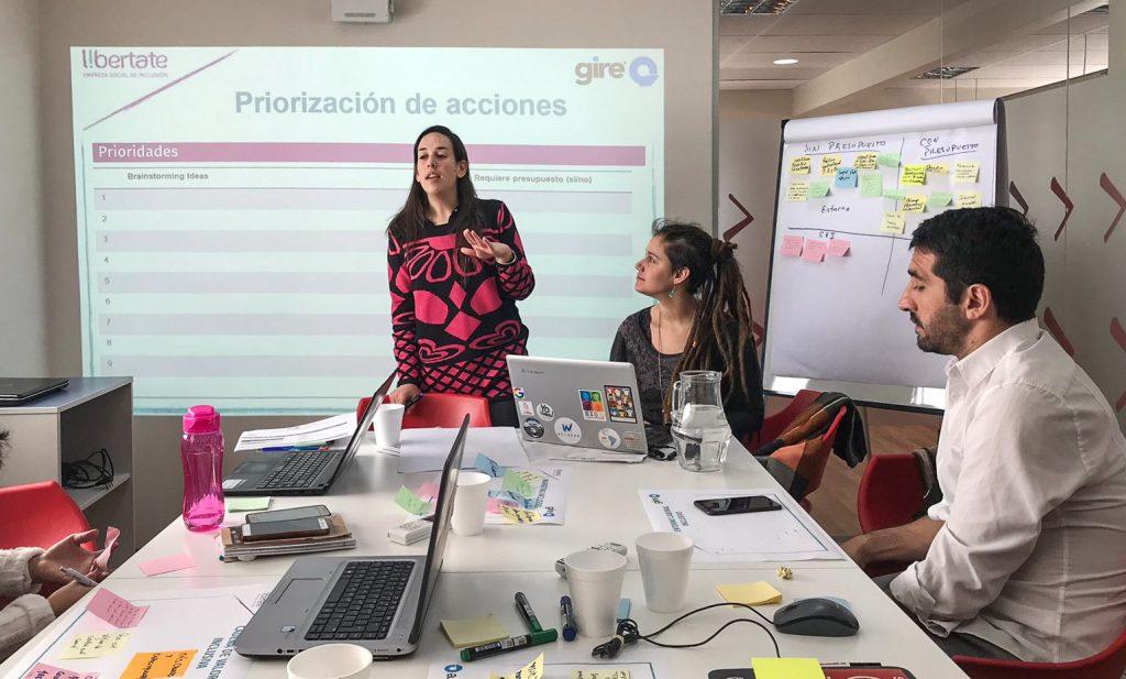 El equipo de Libertate realizando una presentación en Gire